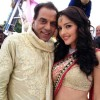 Kristina Akheeva with Dharmaendr in yamala pagal deewana 2 (Photo 3 of 33 photo(s)).